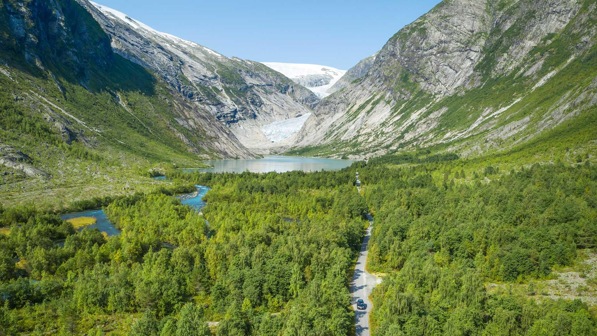 Bilde av brevegen med isbreen i bakgrunnen